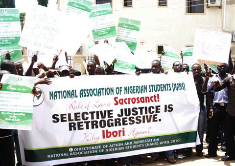 Corruption: National Association of Nigerian Student demonstrating in Abuja over Selective Justice by EFCC in Abuja. Photo by Gbemiga Olamikan