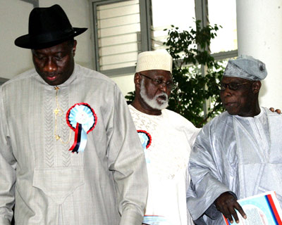 From left: President Goodluck Jonathan; former Head of State, Gen. Abdulsalami Abubakar; and former President, Chief Olusegun Obasanjo at the opening of an international seminar on peace support operations organised by the Ministry of Defence in Abuja, yesterday.