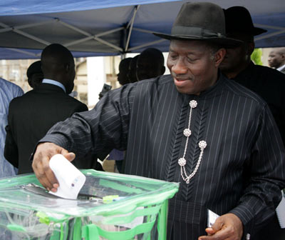President Jonathan casting his vote  at Otoabula  Ward 013, Otueke in Ogbia Local Government , Bayelsa state  Saturday.