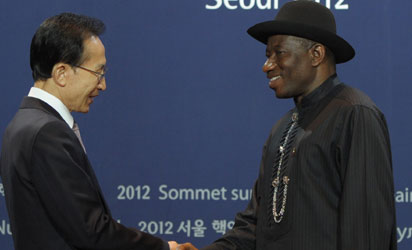 South Korea's President Lee Myung-Bak (L) greets Nigeria's President Goodluck Jonathan as he arrives for the welcoming ceremony for the 2012 Seoul Nuclear Security Summit at the Coex Center in Seoul on March 26, 2012.  The two-day meeting in South Korea is a follow-up to an inaugural summit in Washington in 2010 hosted by US President Barack Obama, which kick-started efforts to lock up fissile material around the globe that could make thousands of bombs.   AFP PHOTO