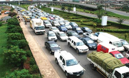 *Heavy traffic on one of the selected alternative routes after the Third Mainland Bridge was closed for repairs. Photo: Kehinde Gbadamosi.