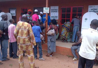 Voting in progress at Oza Primary School Igbesawnma Benin city. Photo: Citizen Wolbum