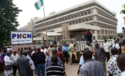 Protesting PHCN workers