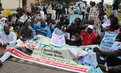 NUJ Lagos State Council led by its chairman, Mr Deji Elumoye protesting the harassment of some members in Lagos, yesterday. Photo: NAN