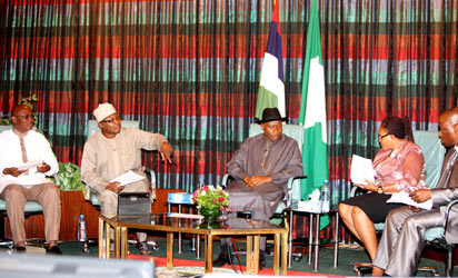 President Goodluck Jonathan (middle), flanked from left by Mr. Ikeddy Isiguzo (Vanguard), Mr. Muhammed Kudu Abubakar (Nigerian Television Authority (Nta), Mrs. Themi Olujobi (The Mirrow) and Mr. Martins Oloja (The Guardian) during the Presidential Media Chat at the Presidential Villa, Abuja, yesteday.