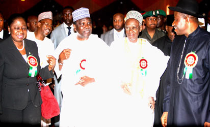 From right; President Goodluck Jonathan, former President Shehu Shagari, former Head of State, Gen. Yakubu Gowon and Minister of State for Defence,  Chief Olusola Obada at the event.