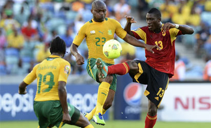 South Africa's forward Tokelo Rantie (C) vies with Angola's defender Bastos during the South Africa vs Angola Africa Cup of Nations 2013 group A football match yesterday.  South Africa won 2.0 .PHOTO: AFP