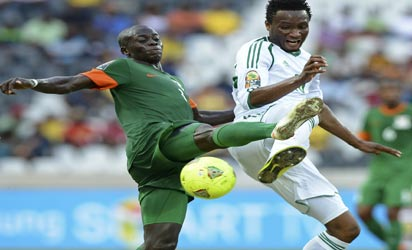 CRACKING... Nigeria's midfielder Mikel John Obi (R) vies with Zambia's midfielder Chisamba Lungu during  their  match yesterday at Mbombela Stadium in Nelspruit. AFP PHOTO