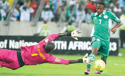 OUT OF REACH . . . Super Eagles forward Ahmed Musa (R) dribbles Mali's goalkeeper Mamadou Samassa to score Nigeria's 4th goal during their AFCON 2013 semi-final match in Durban. Nigeria won 4-1. Photo:AFP
