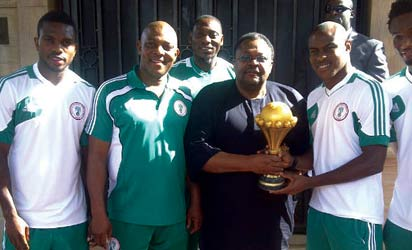 GENEROUS GIVER: Chief Mike Adenuga Jnr  (with the trophy) is flanked by Super Eagles captain, Joseph Yobo, Coach Stephen Keshi and Vincent Enyeama.