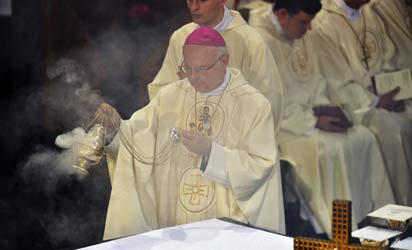 Archbishop of Freiburg, Robert Zollitsch waves incense during a mass service to mark the resignation of Pope Benedict XVI at the St. Hedwig's Cathedral in Berlin on February 28, 2013. The mass coincides with the final hour of Benedict XVI papacy as his powers formally expire at 19:00 GMT. AFP PHOTO