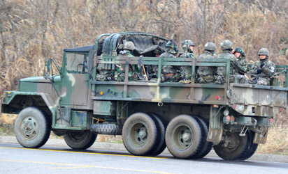 A truck with South Korean army soliders moves towards the border with North Korea near a military checkpoint in Paju on April 9, 2013. North Korean workers bocotted work after Pyongyang suspended operations of the complex, upping the pressure on Seoul in an escalating military crisis.     AFP PHOT