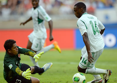 Tahiti's goalkeeper Xavier Samin dives for the ball as Nigeria's forward Anthony Ujah heads to the goal, during their FIFA Confederations Cup Brazil 2013 Group B football match, at the Mineirao Stadium in Belo Horizonte on June 17, 2013. Photo: AFP.