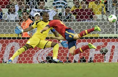 Spain's forward Fernando Torres heads the ball to score against Nigeria during their FIFA Confederations Cup Brazil 2013 Group B football match, at the Castelao Stadium in Fortaleza on June 23, 2013. AFP PHOTO / LLUIS GENE