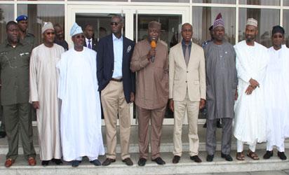SOLIDARITY—From left: Imo State Deputy Governor; Prince Eze Madumere; Nasarawa State Deputy Governor; Dameshi Mama Luka; Governors Abiola Ajimobi (Oyo); Babatunde Fashola (Lagos); Kayode Fayemi (Ekiti); the host,Rotimi Amaechi (Rivers);Ibikunle Amosun (Ogun); Zamfara State Deputy Governor, Alhaji Muktar Anka and Osun State Governor Rauf Aregbesola, during a solidarity visit to the Rivers State Governor, yesterday, at the Rivers State Government House, Port Harcourt. Photo: Nwankpa Chijioke.