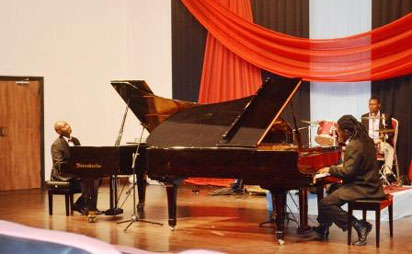 Dupe Kachi Ige performing with Tunde Sosan at  Muson Recital Romantic Classics