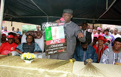 APC FLAG-OFF: From left: Speaker, Ekiti State House of Assembly, Dr. Adewal Omirin; Deputy Governor, Prof. Modupe Adelabu; Governor Kayode Fayemi, with other Party chieftains, at the unveiling/hoisting of the All Progressives Congress flag, in Ado-Ekiti, yesterday.
