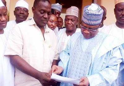 Vanguard's Niger State Correspondent, Wole Mosadomi presenting an official birthday message from the management of Vanguard Newspapers to Gen. Ibrahim Babangida in Minna Friday.