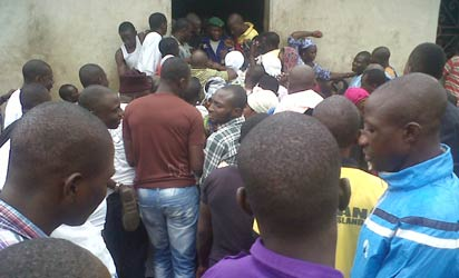 Crowd trying to gain entry into the mosque