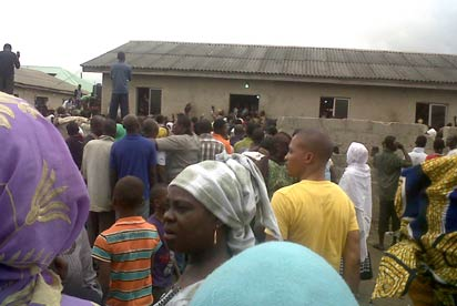 Crowd who could not be accommodated in the mosque