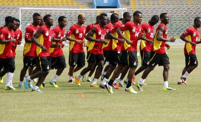 Black Stars' - Ghana's national football team players jog during a training session on October 9, 2013 in Accra. Ghana will play Egypt on October 15 in a qualification match for the 2014 Football World Cup.   AFP PHOTO