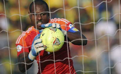 Nigeria's Super Eagle goalkeeper Vincent Enyeama catches the ball during a World Cup 2014 qualifier football match against Ethiopia on October 13, 2013 in Addis Ababas.           AFP PHOTO