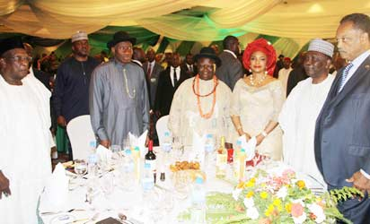DINNER: President Goodluck Jonathan (2nd left), flanked by South South Leader, Chief Edwin Clark  (3rd left)and the PDP National Chairman Alhaji Bamanga Tukur; while former Head of State, General Yakubu Gowon (2r); Guest Speaker, Rev. Jesse Jackson and wife of the S-South Leader, Dr. Bisola Clark watch during the opening events of the N25 billion Fund Raising Dinner for the Edwin Kiagbodo Clark Foundation at the Sheraton Hotel and Towers, Abuja. Photo: Abayomi Adeshida.