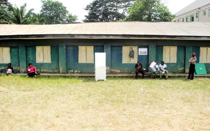 ADHOC STAFF WAITING FOR VOTERS DURING ANAMBRA GOVERNORSHIP SUPPLEMENTARY ELECTION AT CHUKWURA PRIMARY SCHOOL II, ABATETE IN IDEMILI NORTH LOCAL COUNCIL AREA OF THE STATE ON SATURDAY