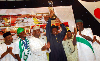 President Goodluck Jonathan lifts the FIFA U-17 World Cup trophy at the reception for the Golden Eaglets Sunday in Abuja. Photo: State House