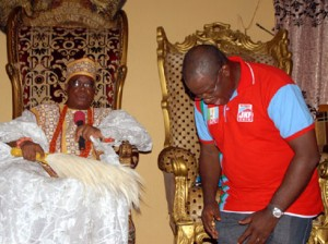 Ewi of Ado-Ekiti, Oba Rufus Adejugbe, praying for Governor Kayode Fayemi during the latter's visit to his palace in Ado-Ekiti over the weekend.