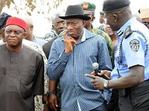 Prseident Jonathan, Senate President david Mark and other at the scene of the blast at Nyanya , Abuja, Monday. Photo: Olamikan Olugbenga.