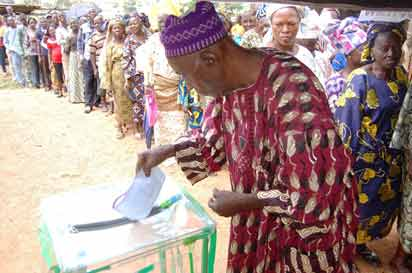91 years old man casting his vote at Iyin Ekiti. Photo: Dare Fasube