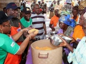 Governor Fayemi and his wife sharing cooked jollof rice to elderly people in the state