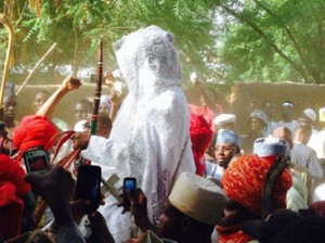 Sanusi surrounded by Royal Guards as he entered the palace