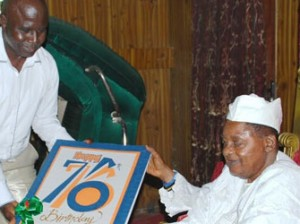 Left Chairman of Correspondent Chapel of Oyo NUJ Mr Ola Ajayi presnting the 76th Birthday Card the Alaafin of Oyo Oba Lamidi Adeyemi on Tuesday. Pic by Dare Fasube