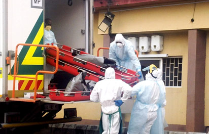 •Scenes from the operation by South African to repatriate corpses of the Synagogue building collapsed home yesterday.