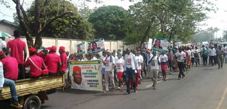 •Ugwuanyi support groups on the streets of Enugu