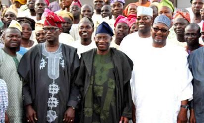 PRESIDENT GOODLUCK JONATHAN (M) PDP NATIONAL  CHAIRMAN, ALHAJI ADAMU MU'AZU; FORMER GOV OF OGUN STATE, OTUNBA GBENGA DANIEL; PRESIDENT,  OODUA COOPERATIVE ALLIANCE, ASIWAJU ADETOKUMBO AND MEMBERS OF OODUA COOPERATIVE ALLIANCE AFTER A  MEETING WITH  PRESIDENT JONATHAN AT THE STATE HOUSE MARINA IN LAGOS ON FRIDAY (20/2/15).