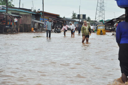 Flood-at-toyin-bus-stop-lagos