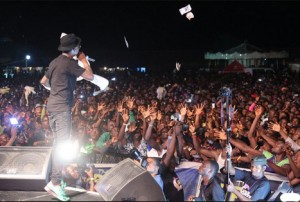Wizkid-entertaining-the-crowd