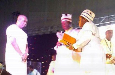 Don Jazzy receiving his award from the Church.