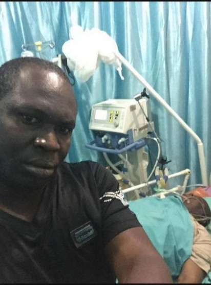 Ziworitin Alamieyeseigha takes a selfie with former governor DSP Alamieyeseigha laying comatose in the background