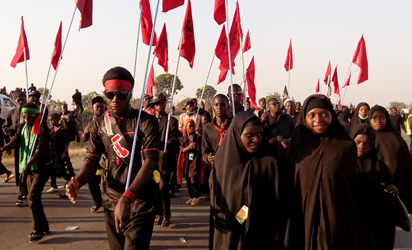 Shiite Muslims march on the highway during a symbolic procession commemorating the 40th anniversary of the Ashura religious ceremony on November 27, 2015 in the village of Dakasoye, northern Nigeria, following a suicide bombing attack. At least 21 people were killed on November 27 when a suicide bomber blew himself up in the crowds at a Shia Muslim procession near the north Nigerian city of Kano, in the latest violence to hit the troubled region.. AFP