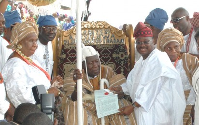 The presentation of Staff of Office to the new Olubadan of Ibadan Oba Saliu Akanmu Adetunji was held at Mapo Hall foreground on Friday. Pic  shows Olubadan of Ibadan Oba Saliu Akanmu Adetunji receiving his staff of office from Governor Abiola Ajimobi of Oyo state while His Oloris looks on .PxDare Fasube