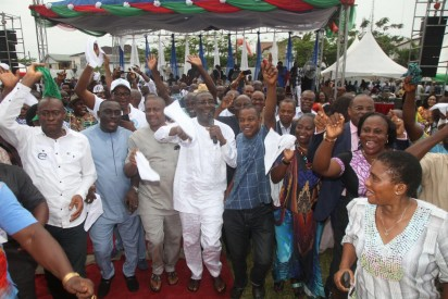 A PDP chieftain leads a praise and dance session at the thanksgiving session for victory at Rivers legislative rerun elections held on March 19, 2016