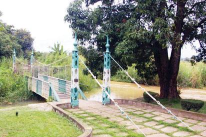 Lord Luggard foot bridge