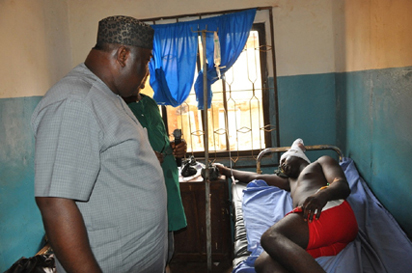 Governor Ifeanyi Ugwuanyi of Enugu State, (left) sympathizing with one of the victims of herdsmen's Monday attack in Nimbo, admitted at Holy Cross Hospital, Nsukka, Enugu State, yesterday.