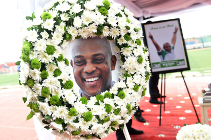 A wreath and a portrait of former Nigerian football coach Stephen Keshi are seen during a farewell ceremony at the Ogbe Stadium, in Benin City, on July 28, 2016.  Nigerian football legend Stephen Keshi, who died aged 54, was a Cup of Nations winner as a player and coach. Supporters and international football players gathered to bid farewell, at the Ogbe Stadium, in Benin, on the eve of his funeral in his hometown Illah. / AFP PHOTO / PIUS UTOMI EKPEI