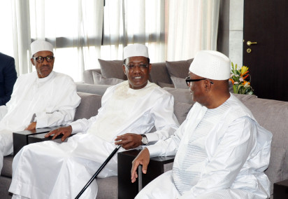 President Muhammadu Buhari of Nigeria (L), Chad's president Idriss Deby (C) and president Ibrahim Boubacar Keita of Mali talk during the inauguration of Deby's fifth term as president on August 8, 2016 in N'Djamena.