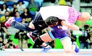 Risako Kawai picks her coach up